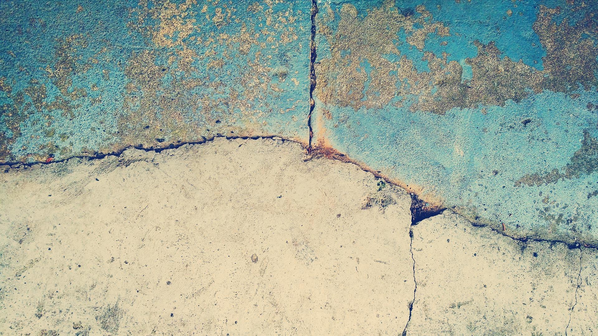 Muro Bagnato Cosa Fare crepe su pareti e soffitti? cause e soluzioni - chiedi a ben